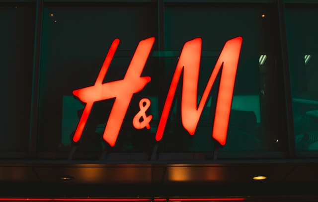 H&M Tightens Final Pricing by Half on Solid Demand for Debut Bond