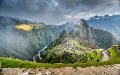 Peru's Dollar Bonds Fall on Constitution Risks